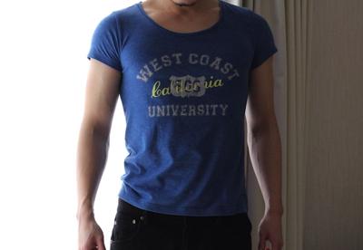 ピチピチになっているTシャツ姿