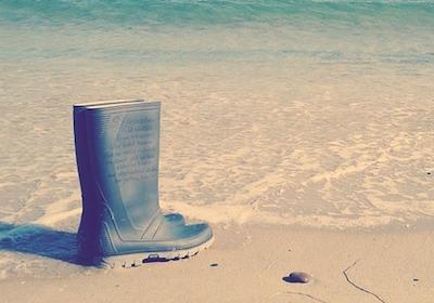 長靴・レインブーツ in 砂浜